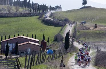 Un momento della corsa ciclistica Strade Bianche da San Gimignano a Siena, 7 marzo 2015. ANSA/CLAUDIO PERI
